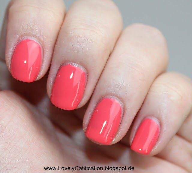 NOTD Catrice Meet me at Coral Island