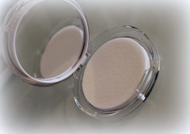 Loreal Nude Magique BB Powder 5 in 1 - Light Skin