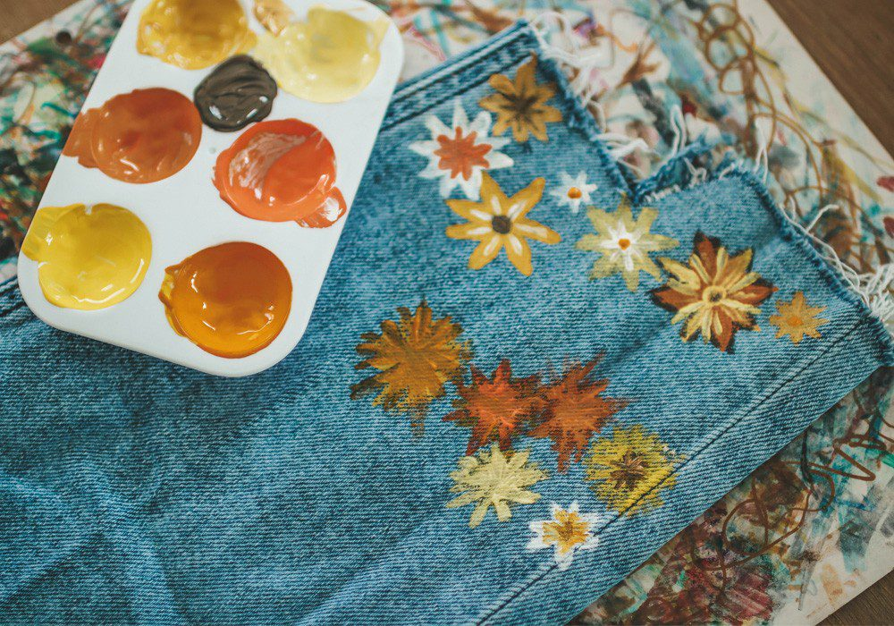 DIY Jeans mit Blumenprint